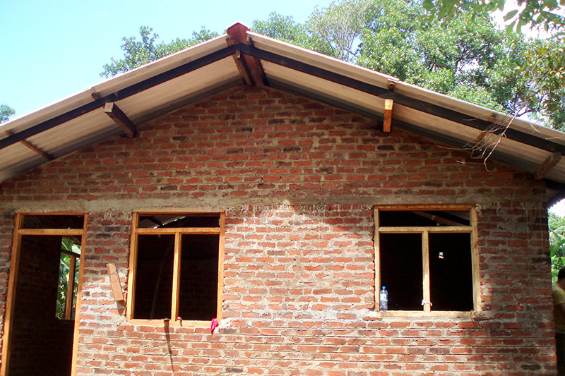 Building Low Tech Sustainable Clay Brick Houses